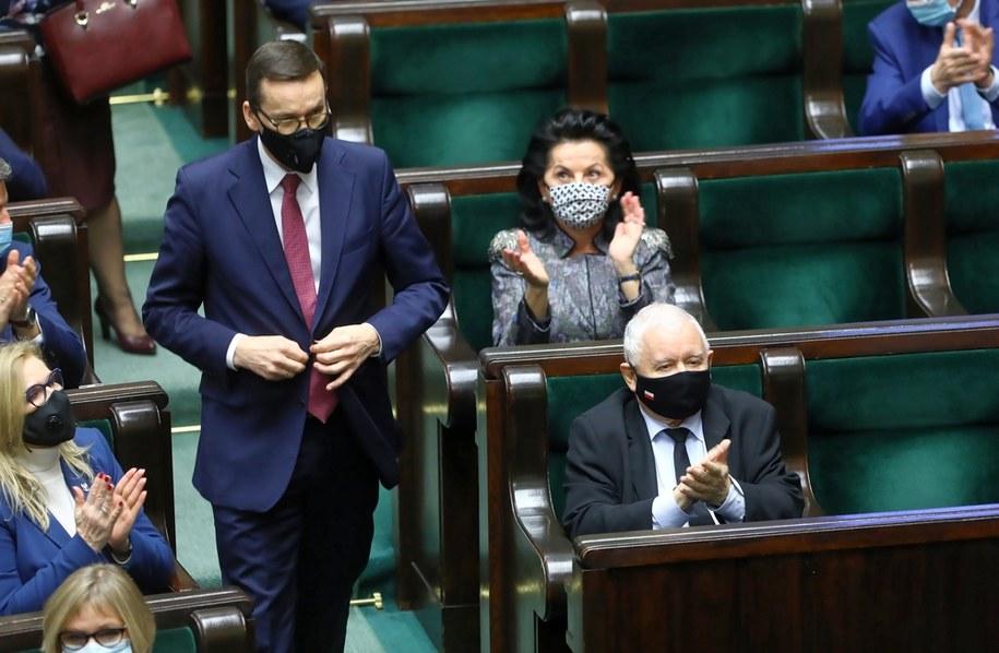 PiS stracił w ciągu ostatniego miesiąca m.in. na skutek decyzji TK ws. aborcji /Rafał Guz /PAP