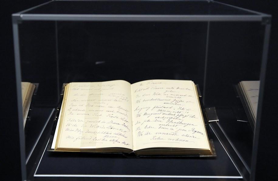 Pisany wierszem pamiętnik cesarzowej Elżbiety /Britta Pedersen  /PAP