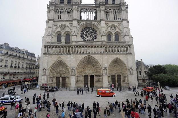 Pisarz popełnił samobójstwo w katedrze Notre Dame /YOAN VALAT  /PAP/EPA