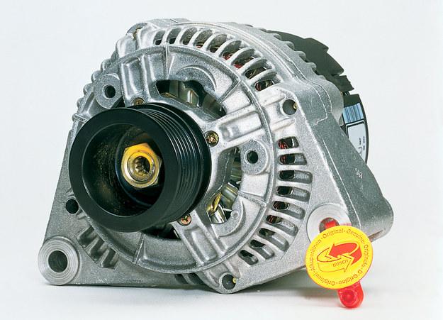 Piszczące łożysko alternatora należy koniecznie wymienić. /Motor