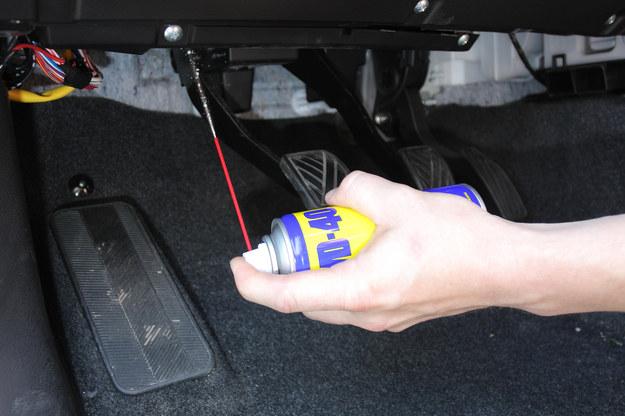 Piszczący pedał sprzęgła można wyciszyć poprzez nasmarowanie. /Motor