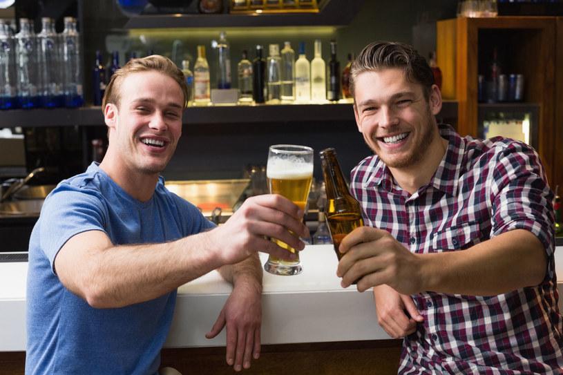 Piwo naprawdę pije się na zdrowie. Przekonajcie się sami /123RF/PICSEL