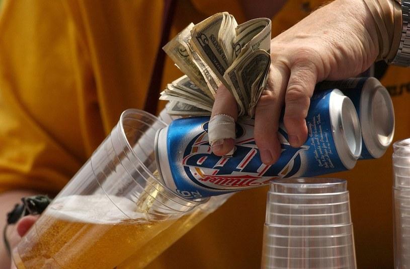 Piwo nie będzie smakować, jeśli jest nieumiejętnie podane /Getty Images/Flash Press Media