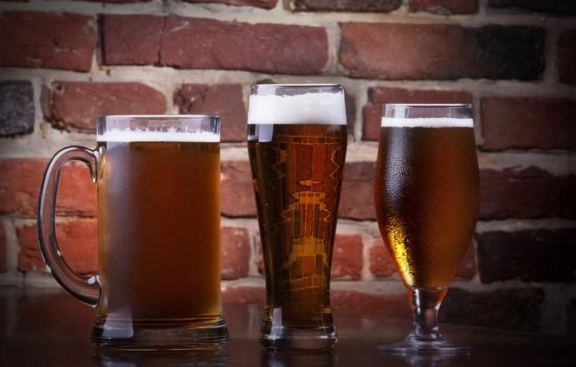 Piwo smakuje najlepiej w odpowiednim szkle /123RF/PICSEL