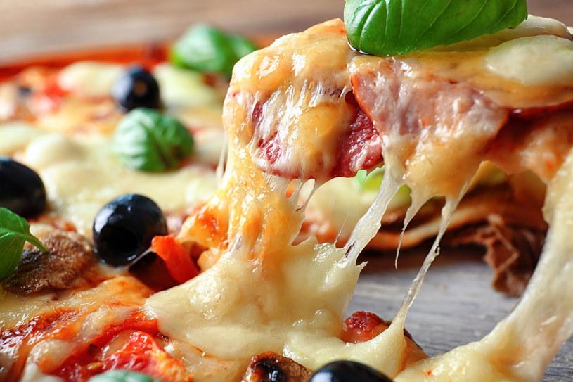 Pizza bez ciasta? Niektórzy próbują podjąć to wyzwanie /123RF/PICSEL