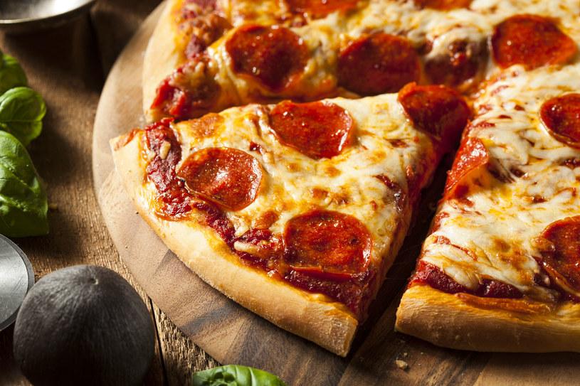 Pizza idealna upieczona w domu? Tak, to możliwe! /123RF/PICSEL