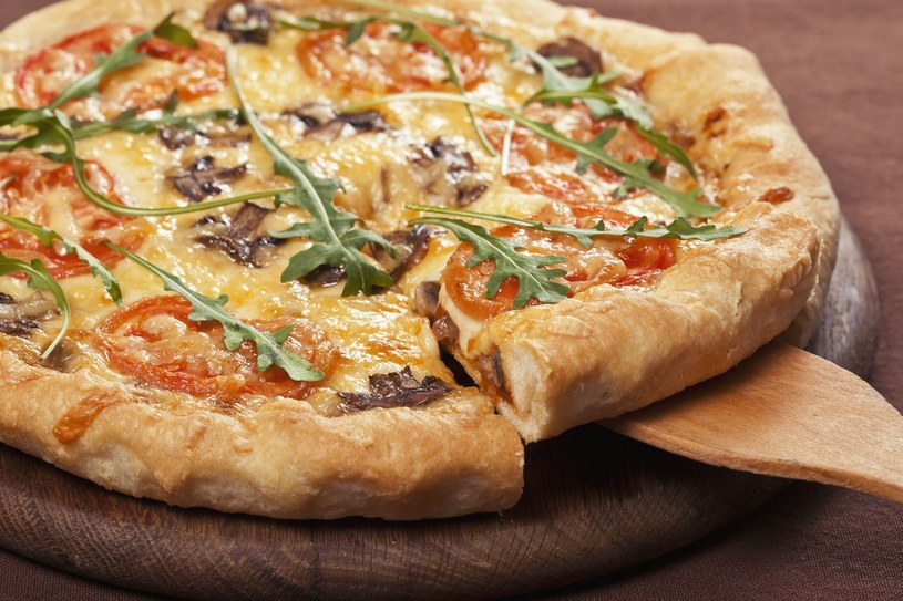 Pizza na grubym cieście /123RF/PICSEL