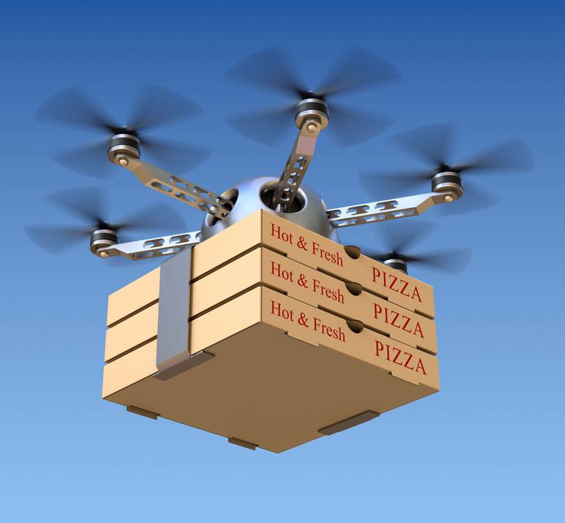 Pizza od drona - to rozwiązanie, powoli, staje się coraz bardziej popularne /123RF/PICSEL