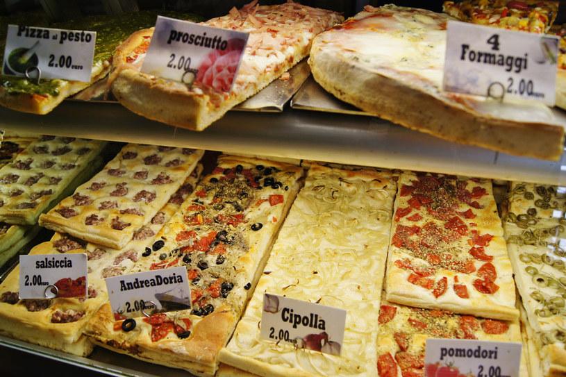 Pizza, pasta, a może mule? Z liguryjskich restauracji na pewno nie wyjdziemy głodni. Ważna informacja: mimo że to miejscowości turystyczne, jakość jedzenia jest bardzo wysoka, a produkty zawsze świeże /Agencja FORUM