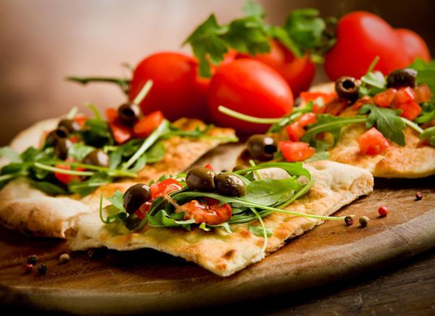 Pizza to jedna z ulubionych potraw Polaków /123RF/PICSEL