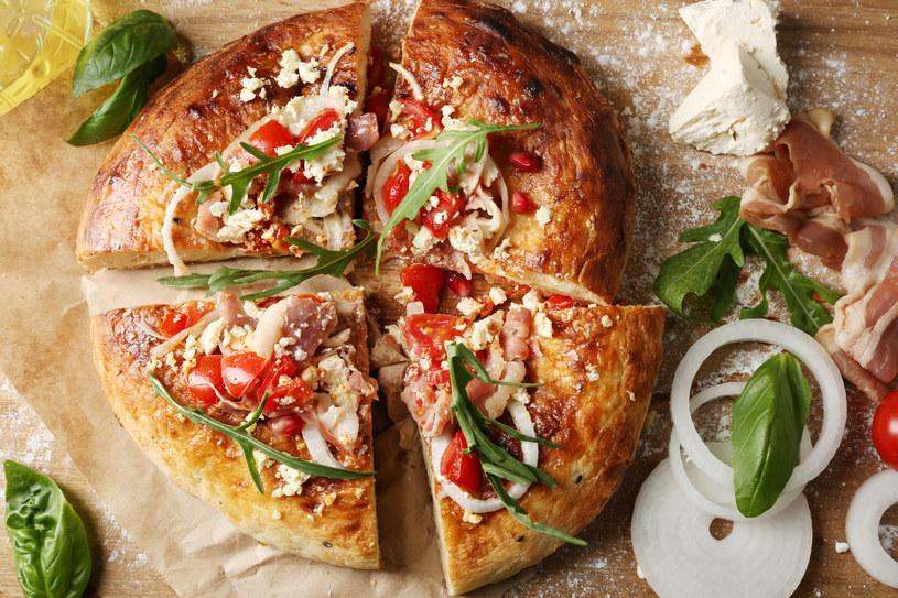 Pizza z bazylią /123RF/PICSEL