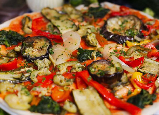 Pizza z cukinią i bakłażanem /123RF/PICSEL
