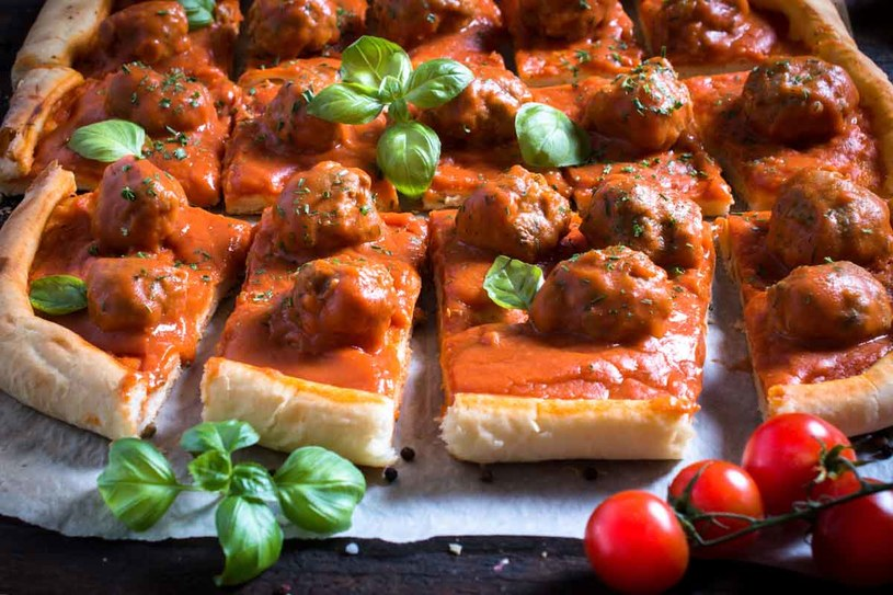 Pizza z klopsami /123RF/PICSEL