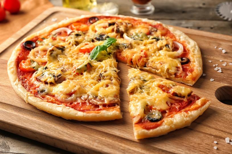 Pizza z pieczarkami /123RF/PICSEL
