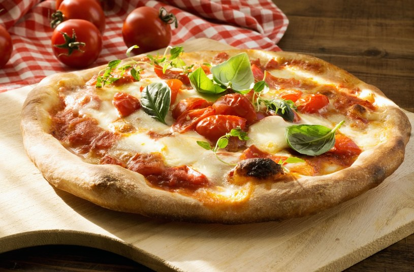 Pizza z ulubionymi dodatkami /123RF/PICSEL