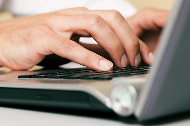 PKO BP wprowadza system płatności mobilnych (IKO) /© Panthermedia