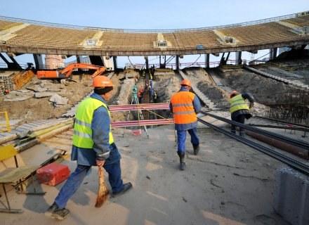 Plac budowy na stadionie w Kijowie. /AFP
