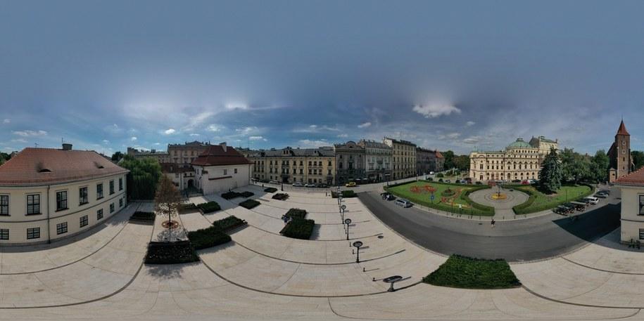 Plac św. Ducha w Krakowie otwarty po rewitalizacji /Jacek Skóra /RMF FM