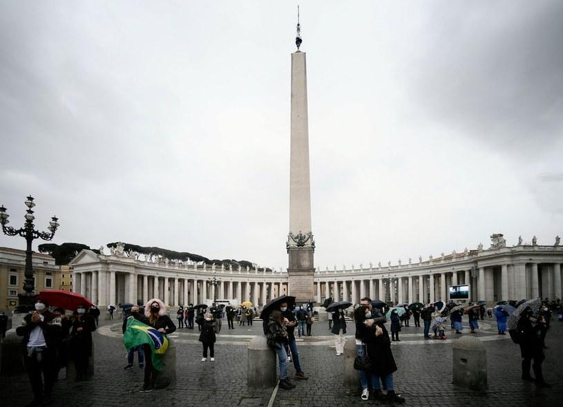 Plac św. Piotra w Watykanie podczas pandemii koronawirusa /FILIPPO MONTEFORTE /AFP