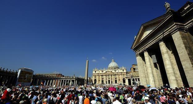 Plac św. Piotra w Watykanie /AFP