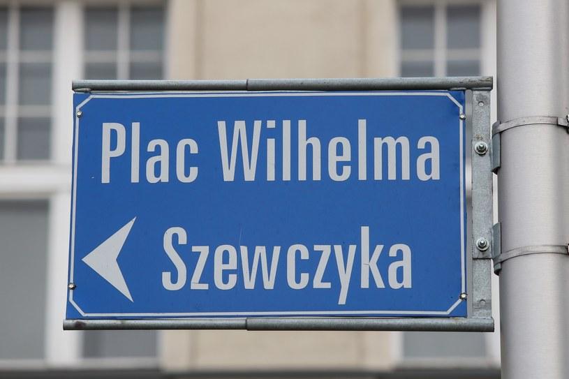 Plac Wilhelma Szewczyka czy plac Lecha i Marii Kaczyńskich? /Tomasz Kawka /East News