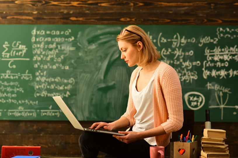 Płaca nauczyciela powinna być zależna od efektów pracy? /123RF/PICSEL