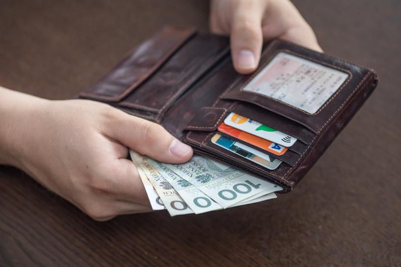Płace: Rządowej propozycji wciąż nie ma. /Arkadiusz Ziółek /East News