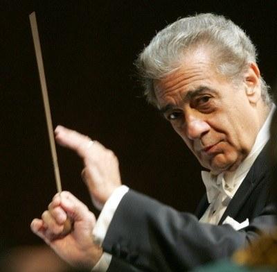Placido Domingo w roli dyrygenta /AFP