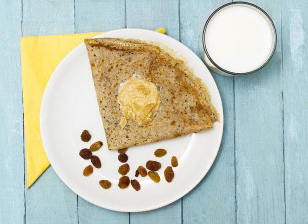 Placki z kaszy gryczanej możesz zjeść i na słodko, i na słono /123RF/PICSEL