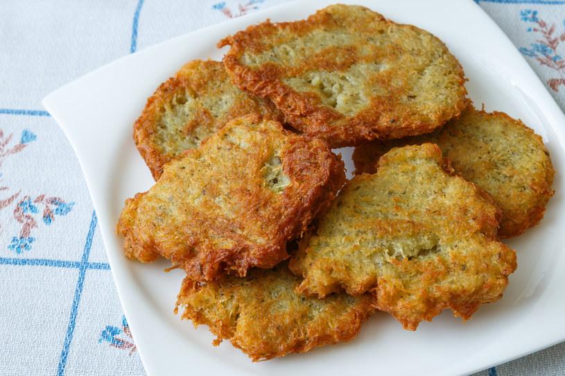 Placki ziemniaczane to pyszne danie na obiad lub kolację. Smakuje każdemu! /Picsel /123RF/PICSEL