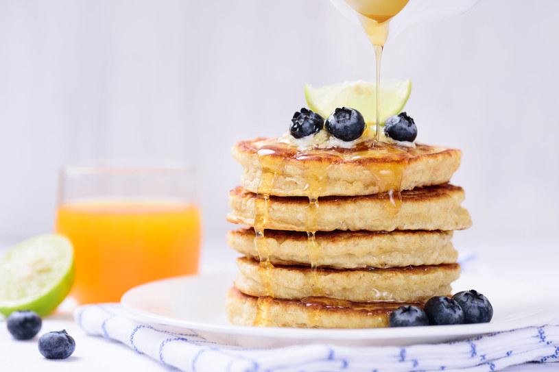 Placuszki owsiane to świetny pomysł na śniadanie /123RF/PICSEL