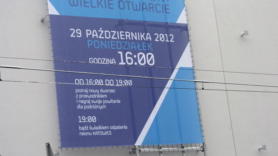 Plakat informujący o otwarciu dworca /Anna Kropaczek /RMF FM