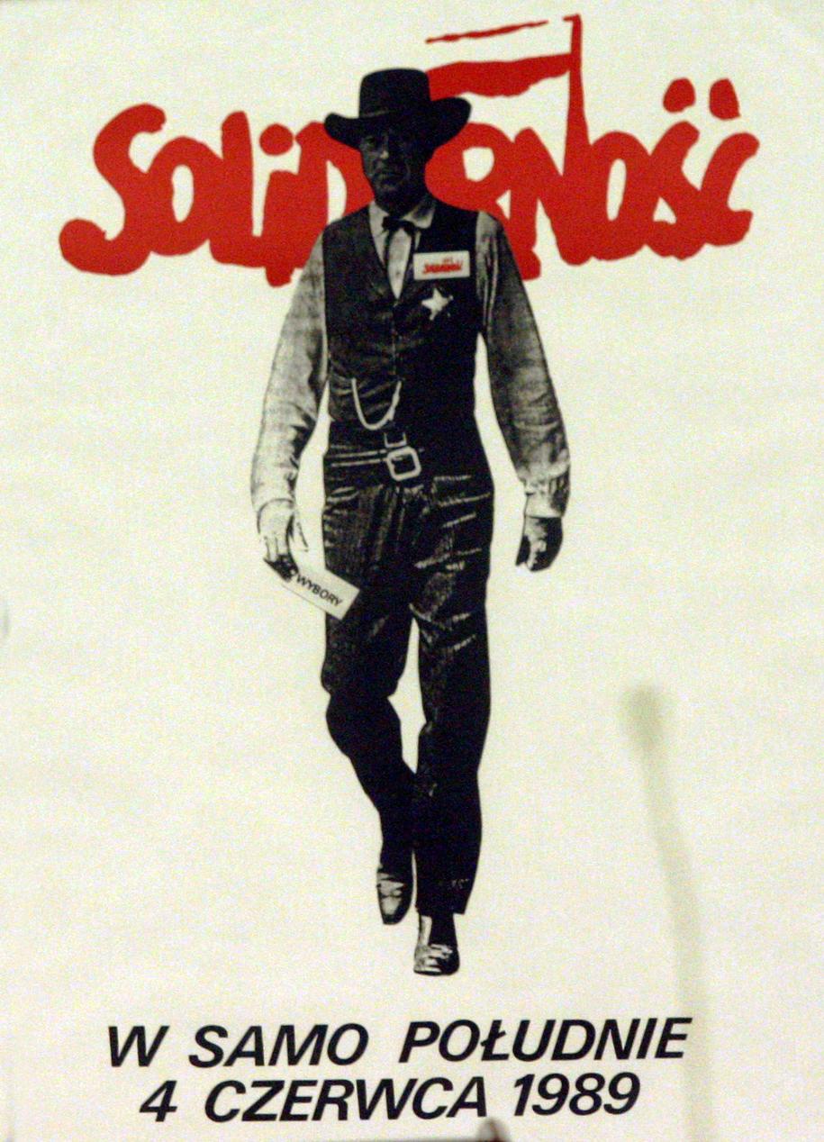Plakat Tomasza Sarneckiego /Tomasz Gzell /PAP