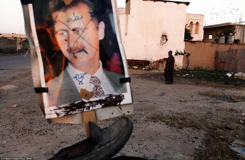 Plakat wyborczy Asada na ziemiach zajętych przez oddziały antyrządowe /East News