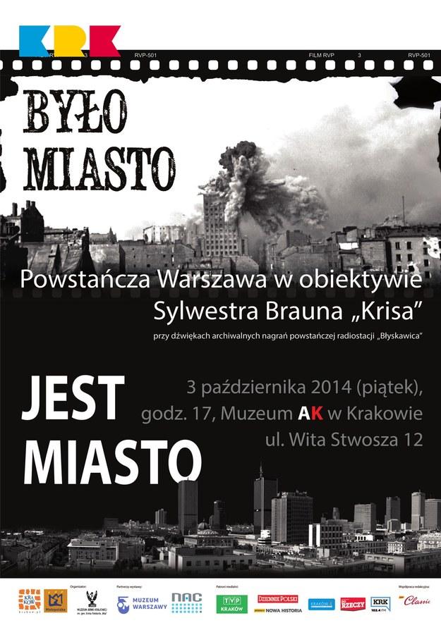 """Plakat wystawy """"Było miasto. Jest miasto. Powstanie Warszawskie w obiektywie Sylwestra Brauna ps. Kris"""" /materiały prasowe"""