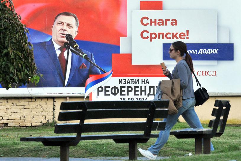 Plakat zachęcający do wzięcia udziału w referendum. Na zdjęciu Milorad Dodik /AFP