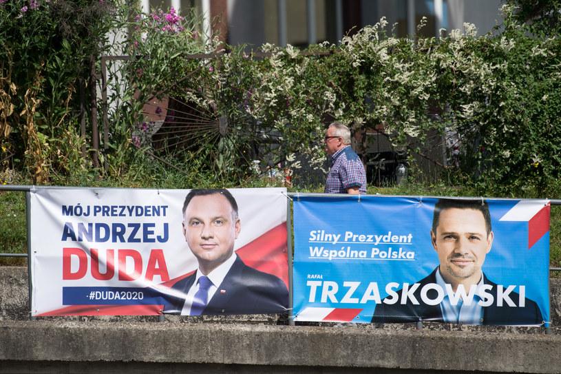 Plakaty wyborcze Andrzeja Dudy i Rafała Trzaskowskiego /Wojciech Strozyk/ /Reporter