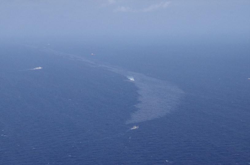 Plamy ropy po katastrofie tankowca /Reuters /Agencja FORUM