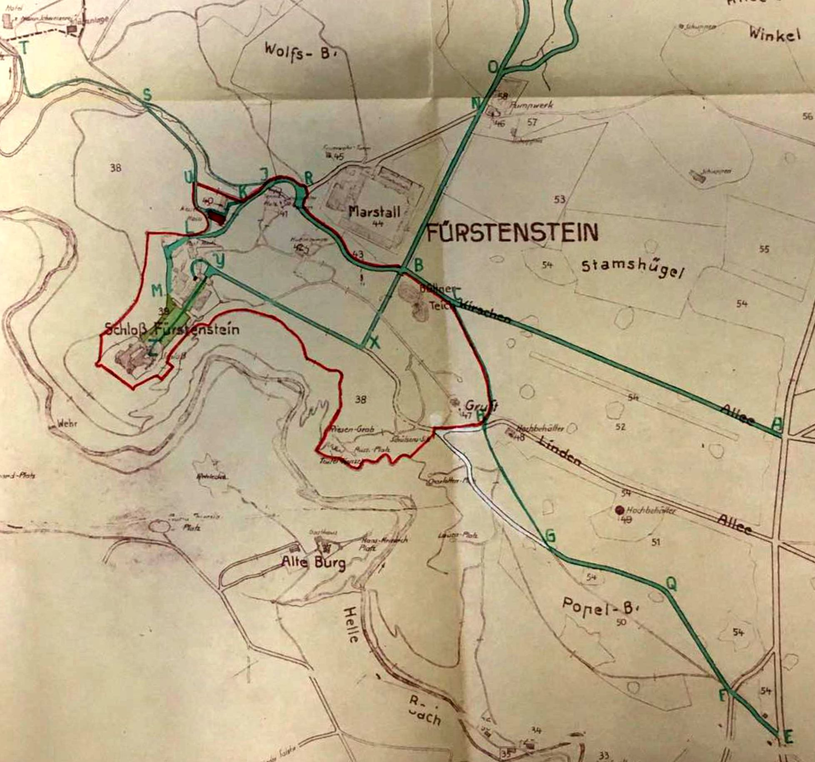 Plan sytuacyjny zamku Książ z października 1944 roku – czerwoną linią zaznaczono obszar wydzierżawiony przez Ministerstwo Komunikacji III Rzeszy. /Odkrywca