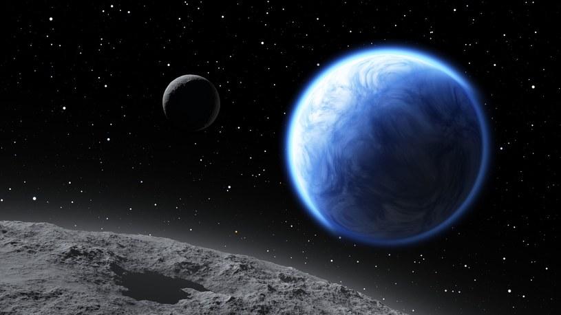 Planeta przypominająca Ziemię z dwoma księżycami /123RF/PICSEL