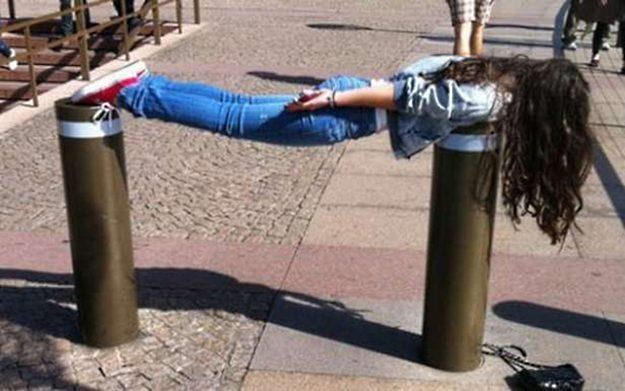 Planking - nowa, absurdalna moda na Facebooku /vbeta