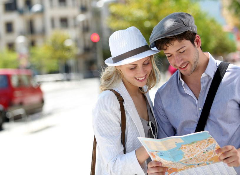Planując wakacyjne trasy zaplanuj również wydatki /123RF/PICSEL