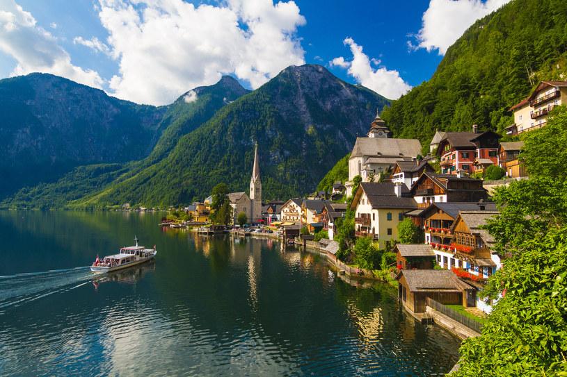 Planując wypad nad jeziora, warto zdecydować się na wynajem domków wakacyjnych /Adobe Stock