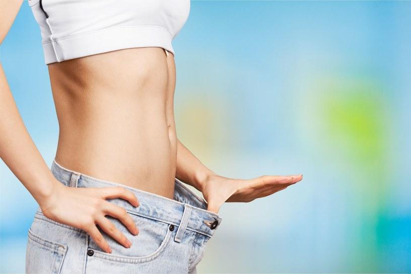 Płaski brzuch to marzenie wielu kobiet /123RF/PICSEL