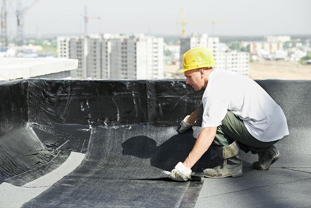 Płaski dach to tylko kłopoty? /©123RF/PICSEL