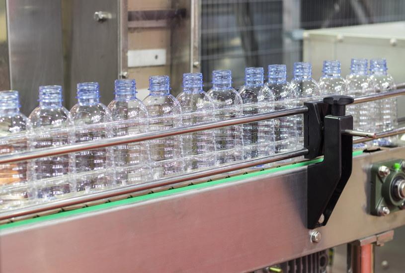 Plastik nie zniknie całkowicie z rynku opakowań /123RF/PICSEL