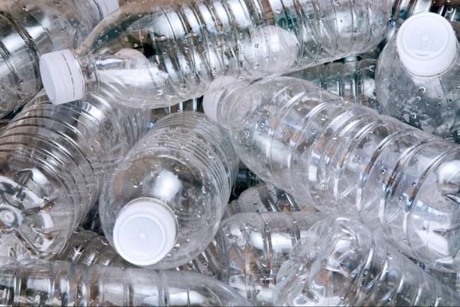 Plastikowe butelki /© Photogenica