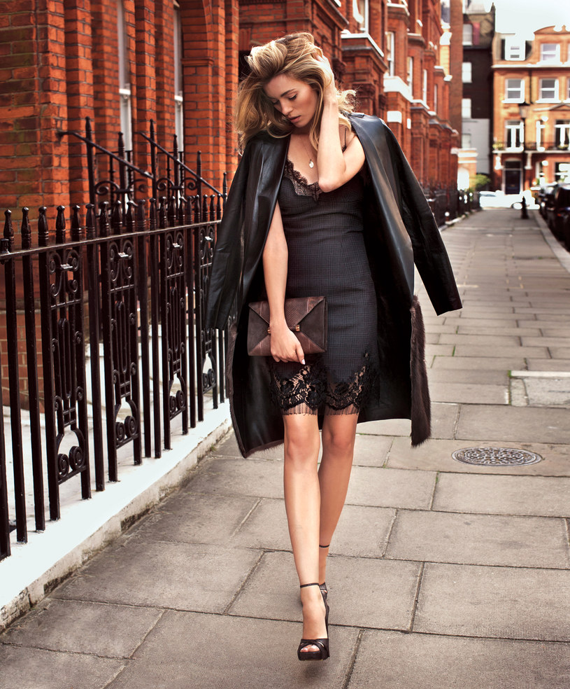 Płaszcz MMC | sukienka, buty Louis Vuitton | naszyjnik z zawieszką, Apart | torebka, MaxMara /Aldona Kaczmarczyk/Van Dorsen Talents