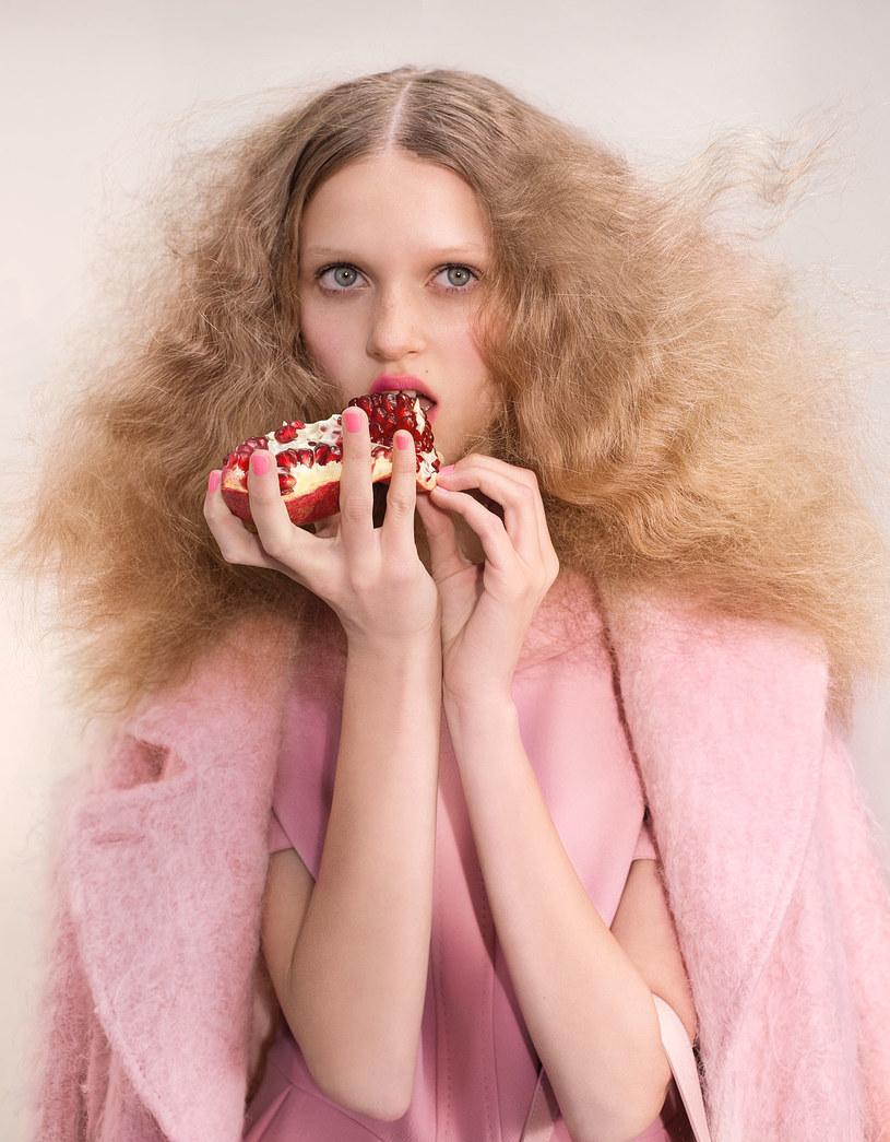 Płaszcz na zimę powinien być pudrowo różówy /Wunsche&Samsel /Twój Styl