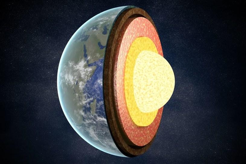 Płaszcz ziemski jednak nie jest martwy magnetycznie /123RF/PICSEL